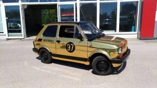 Zářivě zlatý Maluch: Odhalení první části přestavby nového Mentmobilu!